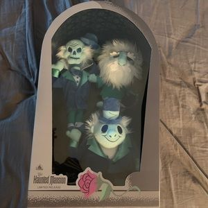 Disney Haunted Mansion hitch hiking ghosts